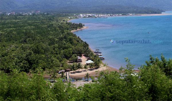 Pantai lakban, foto diambil dari bukit pengharapan