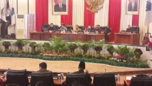 Ketua DPRD Sulut, Andrei Angouw membacakan Nama-nama Pansus LKPJ