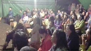 ratusan warga desa sinsingon yang hadir`