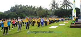 senam aerobik peserta jalan sehat dalam rangka Hari Kesehatan Nasional di Minahasa Selatan