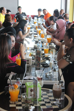tenant gathering itcenter di Time Out Sport Cafe